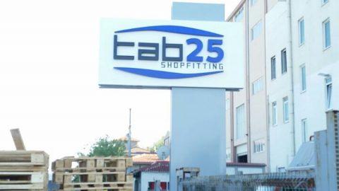 Tab25 Shopfitting Totem Dikit